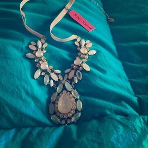 NWT Betsey Johnson statement necklace
